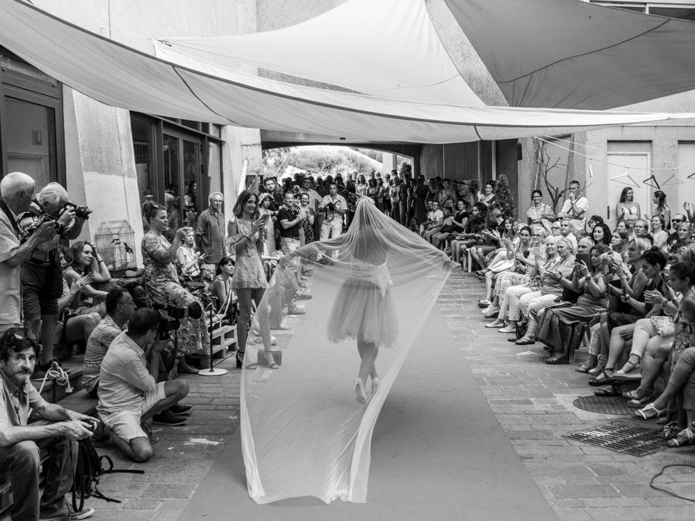 Sylvia Calmet Photographe de mariages et familles Salon de Provence, défilé de la cour des créateurs
