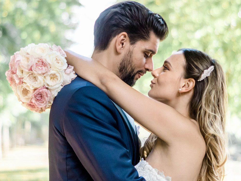 Séance couple lors d'un mariage à Caen photographié par Sylvia Calmet Photographe de Mariage à Salon de Provence