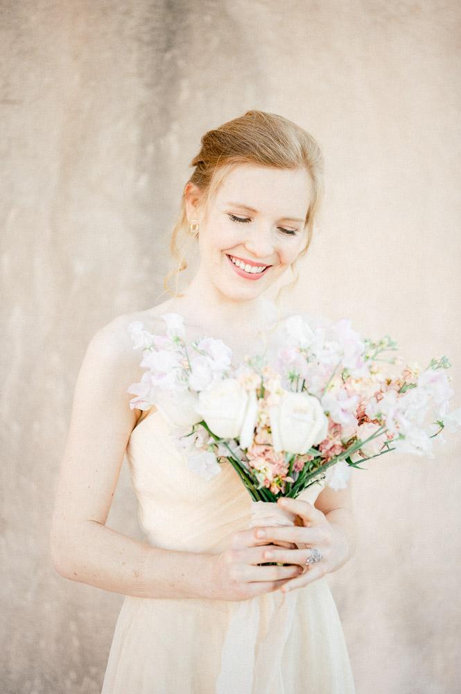 Mariée photographiée par Sylvia Calmet au Chateau de Saint Julien d'Aille en Provence