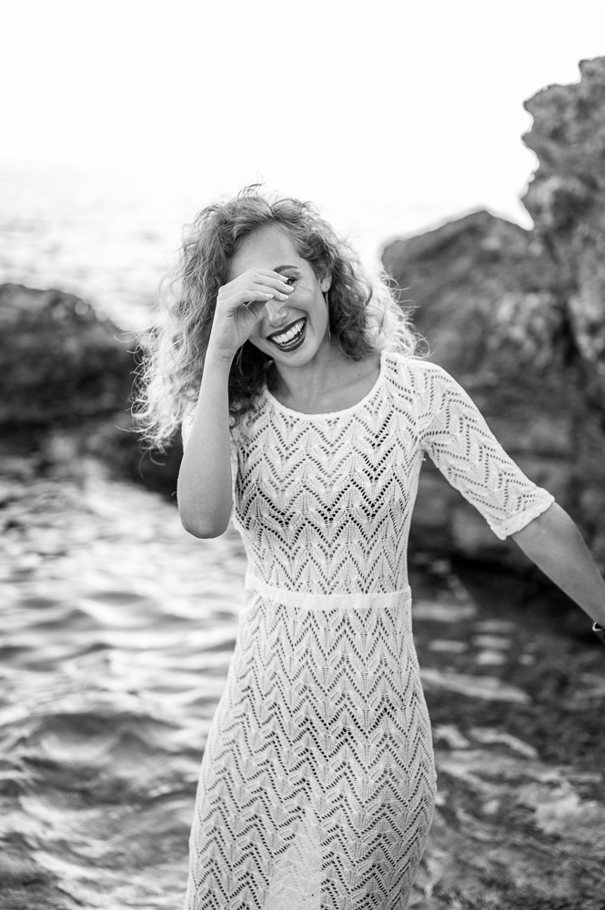 Jeune femme potographiée par Sylvia Calmet photographe de famille à Aix en Provence