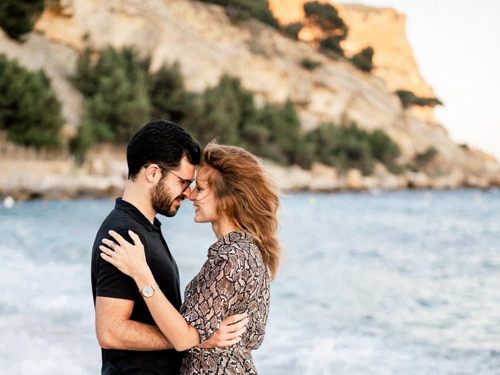 C'est à Cassis que ce joli couple a choisi de se faire photographier par Sylvia Calmet