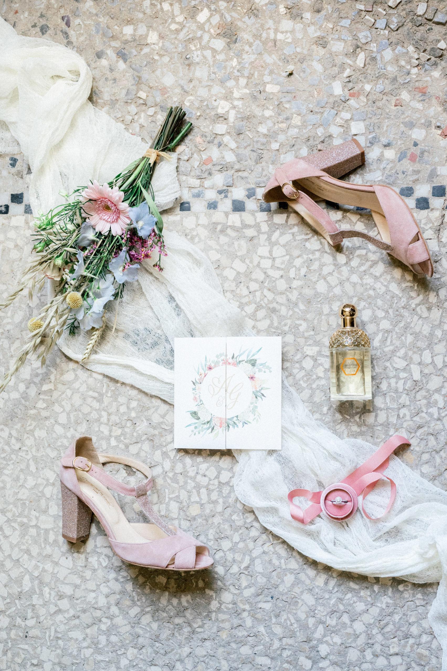Flat lay réalisé par Sylvia Calmet photographe de mariage en Provence